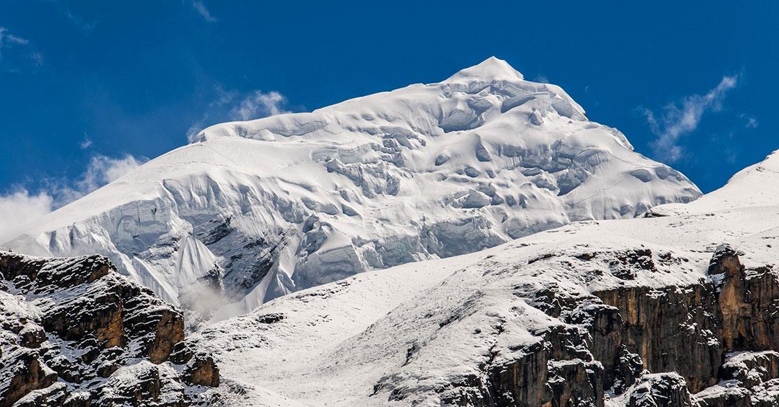 Chulu West Climbing in Nepal